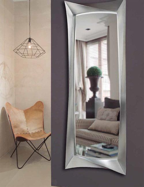 Los espejos de peluquer a normalmente son espejos grandes for Espejo pared cuerpo entero