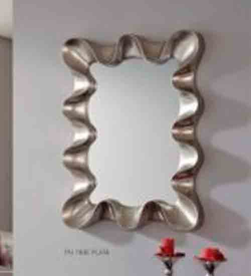 Espejo en plata de poliuretano con el que dar innovaci n for Espejo rectangular plateado