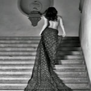 Cuadro Metacrilato Mujer Escalera